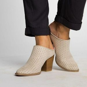 Shoes - 🆕//The Giselle// Oatmeal began suede Mule